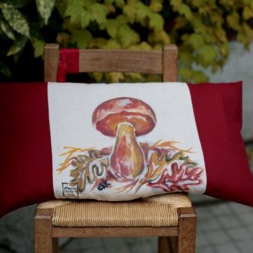 """""""Bolet"""" 40x65cm - dessus coton écru (50% coton/ 50%lin) dessous coton texturé rouge bordeaux - 48€ (coussin non fourni)"""
