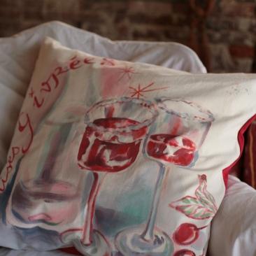 """""""cerises givrées"""" - 65x65cm - coton métis (50% coton/ 50%lin) dos coton rouge - 55€ (coussin non fourni)"""