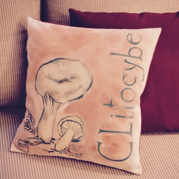"""""""clitocybe"""" - 40x40cm - dessus coton métis (50% coton/ 50%lin) dessous coton rouge bordeaux - 45€ (coussin non fourni)"""
