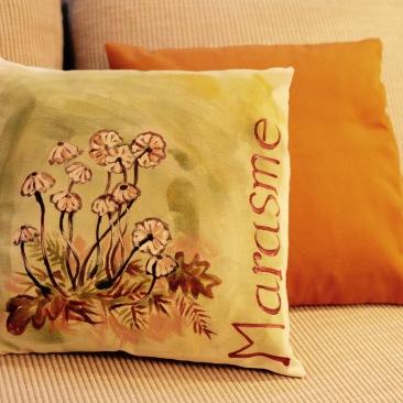 """marasme"" - 40x40cm - dessus coton métis (50% coton/ 50%lin) dessous satin de coton coloris bronze - 45€ (coussin non fourni)"