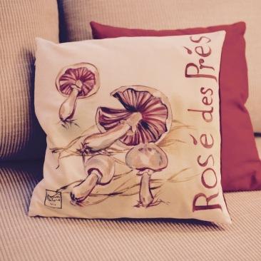 """""""rosé des prés"""" - 40x40cm - dessus coton métis (50% coton/ 50%lin) dessous coton vieux rose - 45€ (coussin non fourni)"""