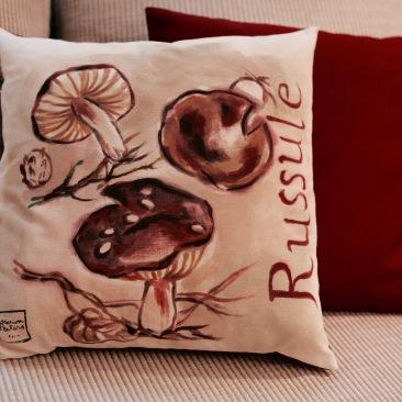 """""""russule"""" - 40x40cm - dessus coton métis (50% coton/ 50%lin) dessous coton rouge foncé - 45€ (coussin non fourni)"""