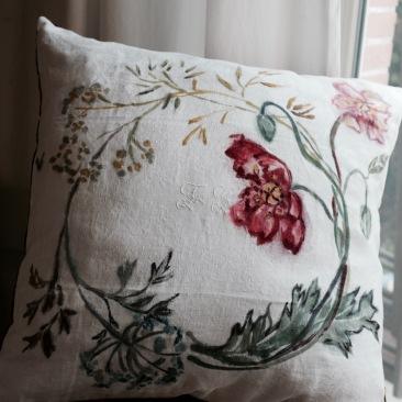 """""""couronne champêtre"""" - 65x65cm - linge ancien damassé en coton - dos coton rouge foncé - 55€ (coussin non fourni)"""