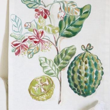 « fleur frangipanier » 45x70 cm – dessus lin blanc, doublé coton vert céladon – 75€