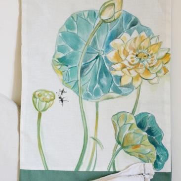 « lotus » 45x70 cm – dessus lin blanc, doublé coton vert céladon – 75€