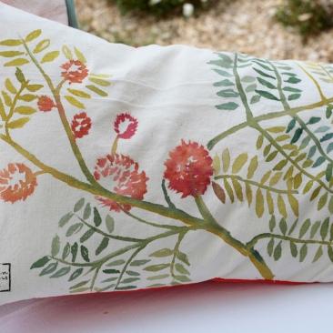 """""""mimosa rose"""" - 40x65cm - coton métis (50% coton/ 50%lin) - dos en coton rose corail - 48€ (coussin non fourni)"""