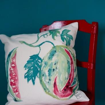 """""""pastèque"""" - 50x50cm - coton métis (50% coton/ 50%lin) - dos en coton vert émeraude - 48€ (coussin non fourni)"""