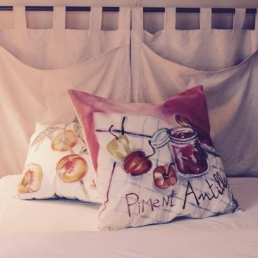 """""""piment antillais"""" - 65x65cm - coton métis (50% coton/ 50%lin) dos coton texturé crème - 55€ (coussin non fourni)"""