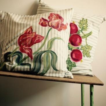 """""""tulipes rayées"""" - 65x65cm - coton/lin rayé - dos en lin texturé - 55€ (coussin non fourni)"""